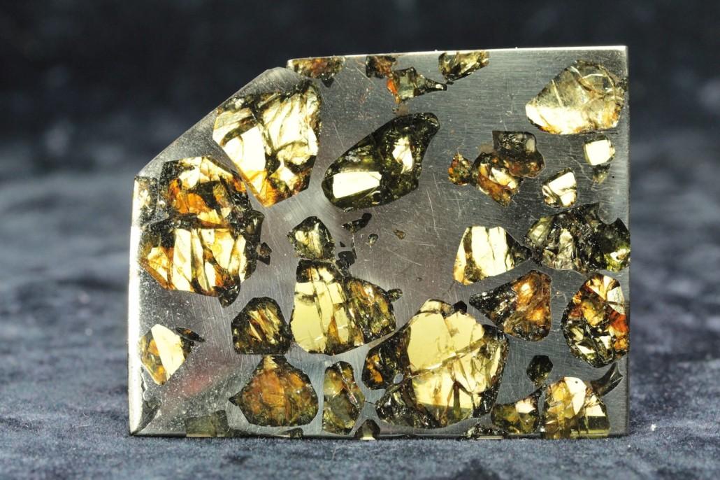 Pallasiet, meteoriet met olivijnkristallen